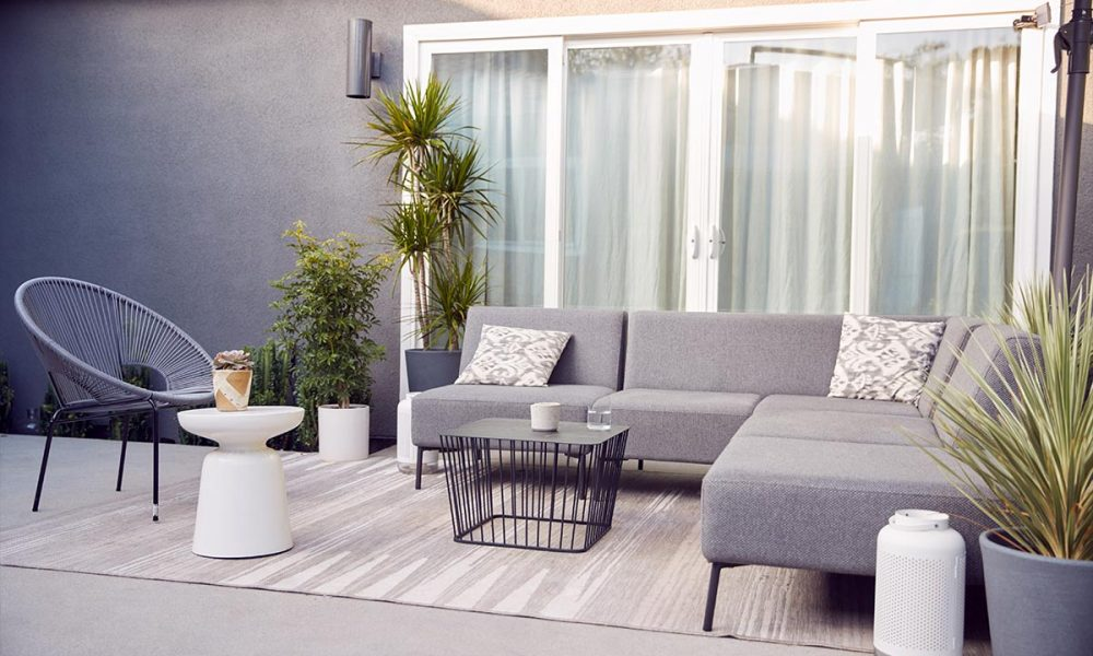 outdoor-seating-and-garden-furniture-on-patio-of-c-78LZMW9